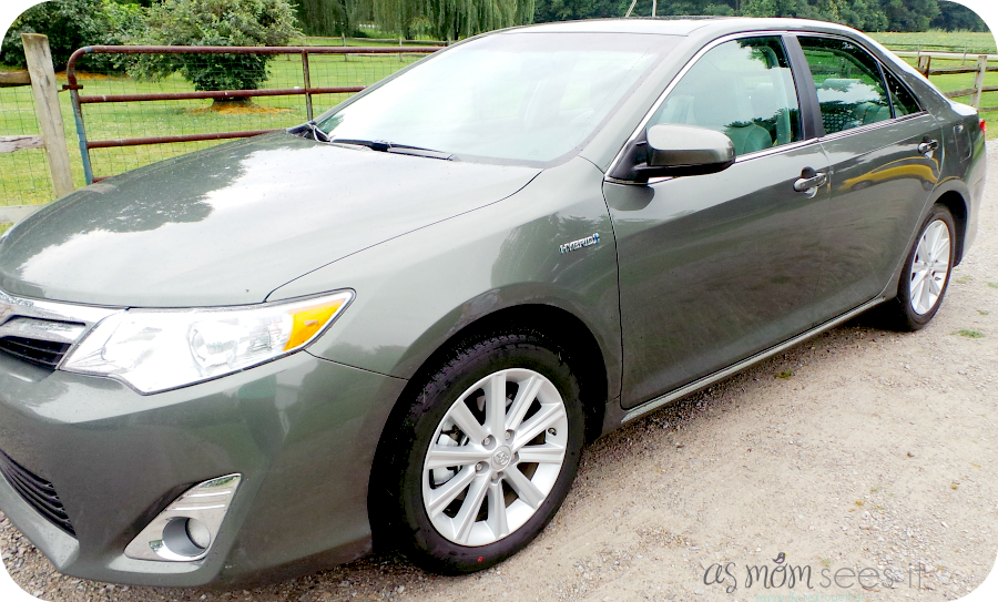 toyota camry hybrid review comfort and tech and safety oh my. Black Bedroom Furniture Sets. Home Design Ideas