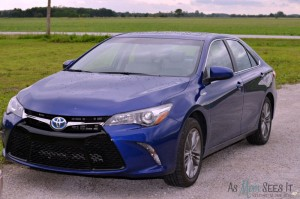 A Toyota Family Welcomes The New 2015 Toyota Camry Hybrid