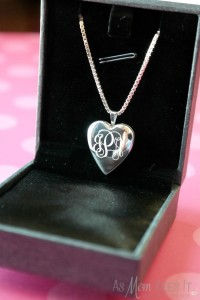 PicturesOnGold.com Mother's Day SS Heart Locket Review and Giveaway