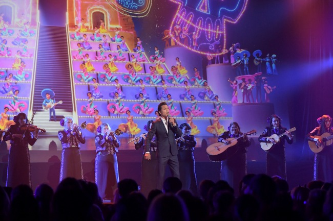 On stage were Anthony Gonzalez, who provides the voice of Miguel in the film, and Benjamin Bratt, who lends his voice to Ernesto de la Cruz, and more than 160 musicians including the Grammy®-winning Mariachi Divas de Cindy Shea and Ballet Folklorico de Los Angeles under the direction of Kareli Montoya, and the Grammy®-winning Gordon Goodwin Big Phat Band.