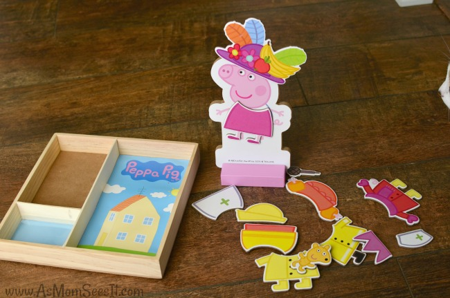 Peppa Pig dress up with Peppa Pig and magnetic pieces